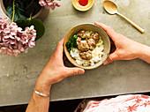 Asiatische Fleischbällchen auf Duftreis