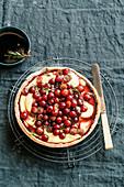 Herbsttarte mit Rosmarin-Trauben, Konditorcreme und Barolo-Reduktion