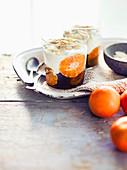 Winterdessert mit Mandarinen, Joghurt und Mandelblättchen