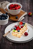 Mille Feuille mit Creme und frischen Früchten