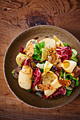 Savoury autumnal salad with cheese