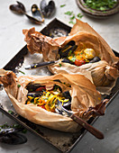 Pasta with mussels in parcels