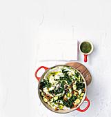 Umfino (Maismehl mit Spinat, Afrika) mit Kräuteröl