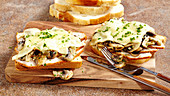 Toast London with pork neck, mushrooms and Gouda