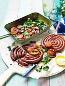 Sausage coil with beer and balsamic onions