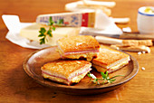 Croque Monsieur (fried ham and cheese toastie, France)