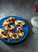 Cheesy brie toasts with cherries