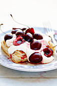 Puff pastry with cream and cherries