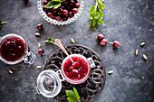 Stachelbeer-Rhabarber-Marmelade mit Kardamom und Vanille