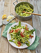 One-pot pasta with rocket, ham and Parmesan sauce