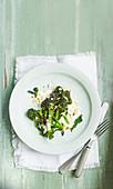 Gebratener Purple Sprouting Broccoli mit Feta und eingelegter Zitrone