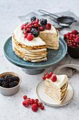 Crepe-Torte mit Limettencreme und Beeren (Low Carb)
