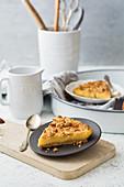 Pudding tart with crumble dough (low carb)