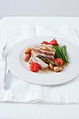 Tuna with myrtle and lukewarm cherry tomato salad