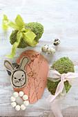 Genähter Hase, Modelliermasse mit Pflanzenabdruck und Moos-Eier