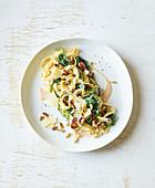 Spinat-Tomaten-Pasta mit Pinienkernen