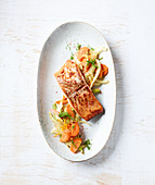 Spicy salmon on a bed of carrots and fennel