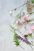Blüten für Kranz als Tableau
