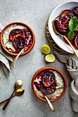Kokos-Limetten-Reispudding mit gebackenen Tamarillos