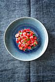 Salat mit Erdberen, Wassermelone und Feta (Levante Küche)