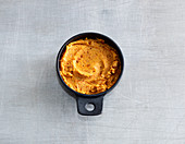 Quick tomato butter with garlic