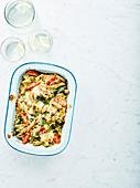 Makkaroni mit Käse, Spinat und Tomaten
