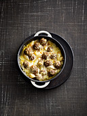 Black salsify gratin with meatballs