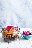 Veganer Salat im Glas