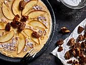 Apfelpfannkuchen mit Pecannüssen