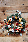 Christmas wreath with Christmas cookies