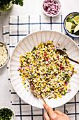 Mexikanischer Maissalat (Street Food)
