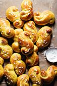 Luciabullar mit Zuckersternchen (Saffranbrötchen, Schweden)