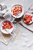 Joghurtspeise mit griechischem Joghurt, Mascarpone und Erdbeeren