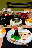 Weingelee und Früchtekuchen als Weihnachtsdessert