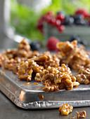 Caramelized walnut kernels