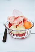 Fruchtsorbet im Glasschälchen