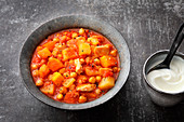 Oriental potato stew with chicken and chickpeas
