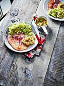 Gammon Steak mit Lauchgemüse, Selleriepüree und Apfelsauce