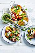 Lammkoteletts mit Pfirsich-Caprese-Salat