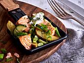 Lachs-Raclette mit Kartoffeln und Zucchini