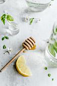 Honey and lemon for preparing lemonade