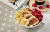 Porridge with figs, bananas and raspberries