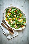 Spinat-Halloumi-Salat mit Orangen