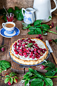 Raspberry tart with sour cream filling