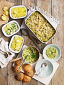 Drei Hähnchengerichte: Hähnchen-Lauch-Nudelauflauf, Hähnchen-Brokkoli-Pie, Hähnchen-Mais-Cremesuppe