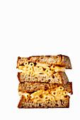 Mac und Cheese Sandwich mit geräuchertem Käse