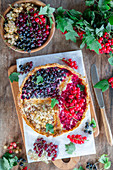 Quark pie with different types of currants