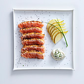 Salmon steaks with pears and chive cream