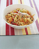 Pasta salad with melon, bacon and onions