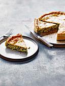 Gemüse-Käse-Pie mit Artischocken und Spinat